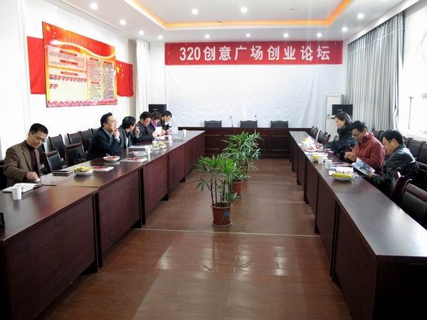 集团周秘书长与市经济贸委领导共同调研毛衫产业集群及濮院工作站