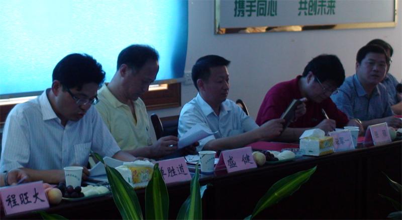 嘉兴市政府张硕副秘书张及教育局朱军一副局长出席集团一届四次常务理事会