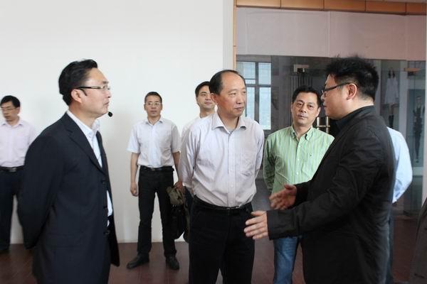 市委常委、宣传部长陈越强察看集团濮院毛衫产业集群工作站